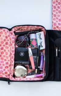 How to organize your makeup for travel