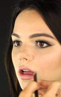 Video: Two Easy Makeup Looks
