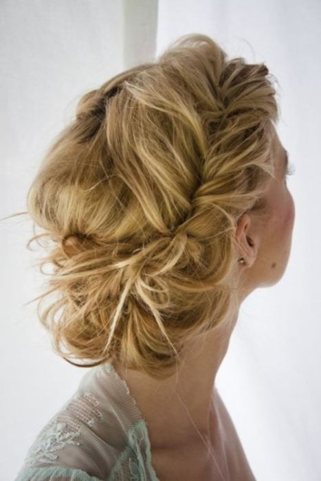 hair_messy_blonde_updo